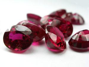 ハーバリウムが誕生石で更に魅力的なものに